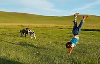 Mongolie. Provinvce du Khentii. Filette nomade. // Mongolia. Khentii province. Nomadic girl.