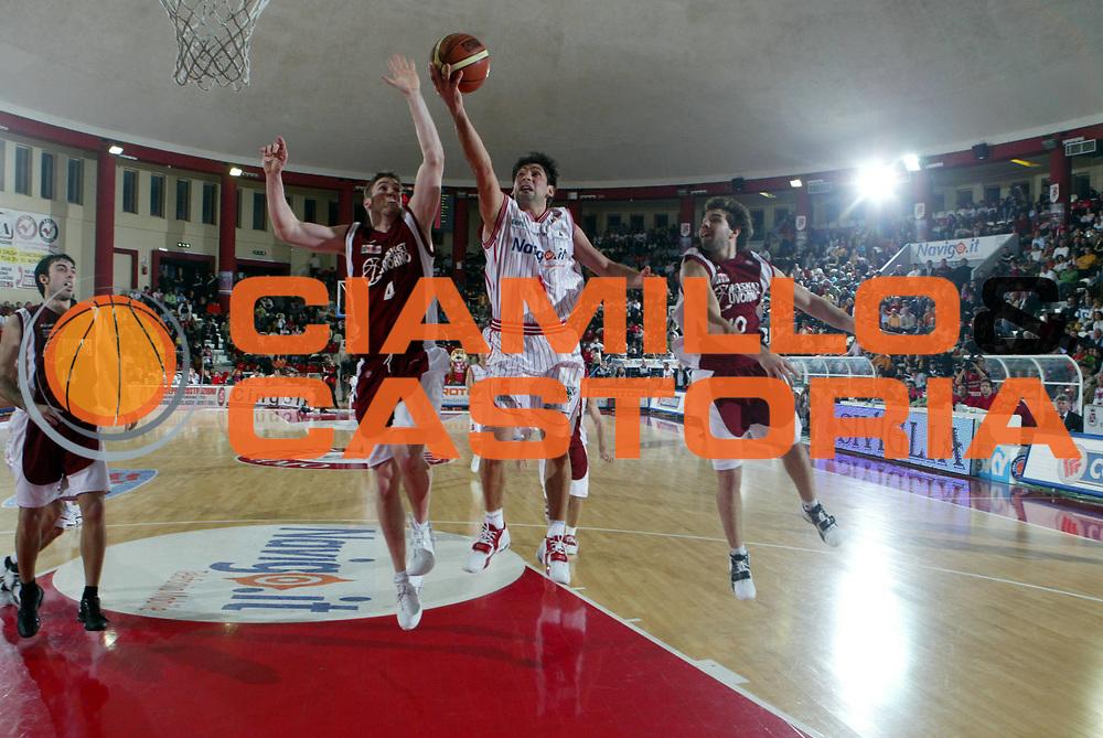 DESCRIZIONE : Teramo Lega A1 2005-06 Navigo.it Teramo Basket Livorno <br /> GIOCATORE : Rajola <br /> SQUADRA : Navigo.it Teramo <br /> EVENTO : Campionato Lega A1 2005-2006 <br /> GARA : Navigo.it Teramo Basket Livorno <br /> DATA : 05/03/2006 <br /> CATEGORIA : Tiro <br /> SPORT : Pallacanestro <br /> AUTORE : Agenzia Ciamillo-Castoria/G.Ciamillo <br /> Galleria : Lega Basket A1 2005-2006 <br /> Fotonotizia : Teramo Campionato Italiano Lega A1 2005-2006 Navigo.it Teramo Basket Livorno <br /> Predefinita :