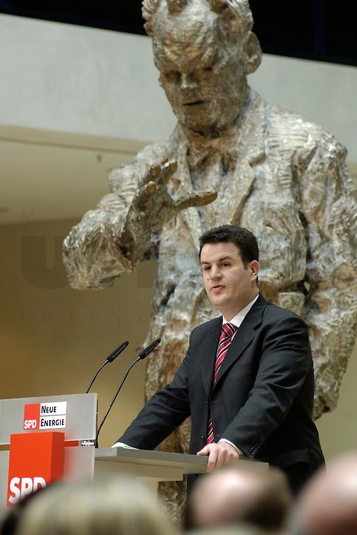 06 MAR 2006, BERLIN/GERMANY:<br /> Hubertus Heil, SPD Generalsekretaer, haelt eine Rede, waehrend der SPD Konferenz zum Thema &quot;Neue Energie&quot;, Willy-Brandt-Haus<br /> IMAGE: 20060306-02-016<br /> KEYWORDS: speech