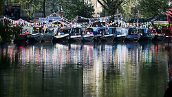 © Licensed to London News Pictures. 07/05/2018. London, UK. A man relaxes on his canalboat in the early morning sunshine at day three of the Canalway Cavalcade festival takes place in Little Venice, West London on Monday, May 7th 2018. Today is expected to be the hottest May bank holiday Monday on record. Photo credit: Ben Cawthra/LNP