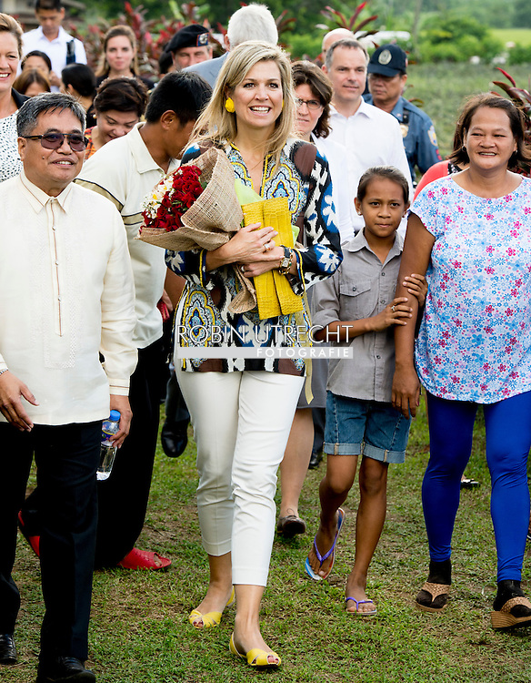 30-6-2015 Tagaytay - Queen Maxima  during a field visit to a pineapple field with the owner Melissa Garcia, and Card MBO': 'micro banking office'; Maxima during a three-day visit to the Philippines, as a special advocate of the Secretary-General of the United Nations. Queen Máxima visits in her capacity as special advocate of the Secretary-General of the United Nations for inclusive finance for development (inclusive finance for development). manilla COPYRIGHT ROBIN UTRECHT