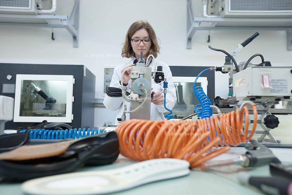 Asolo, Italia, i laboratori e la produzione di GEOX scarpe.