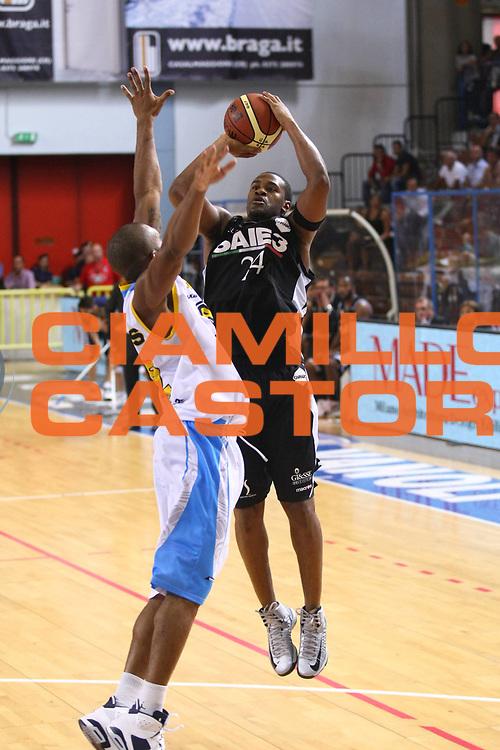 DESCRIZIONE : Cremona Lega A 2012-2013 Vanoli Cremona SAIE3 Bologna<br /> GIOCATORE : Ricky Minard<br /> SQUADRA : SAIE3 Bologna<br /> EVENTO : Campionato Lega A 2012-2013<br /> GARA : Vanoli Cremona SAIE3 Bologna<br /> DATA : 29/09/2012<br /> CATEGORIA : Tiro<br /> SPORT : Pallacanestro<br /> AUTORE : Agenzia Ciamillo-Castoria/F.Zovadelli<br /> GALLERIA : Lega Basket A 2012-2013<br /> FOTONOTIZIA : Cremona Campionato Italiano Lega A 2012-13 Vanoli  Cremona SAIE3 Bologna<br /> PREDEFINITA :