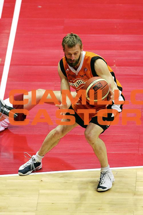 DESCRIZIONE : Livorno Lega A1 2005-06 Basket Livorno Snaidero Basketball Udine<br /> GIOCATORE : Mian<br /> SQUADRA : Snaidero Basketball Udine<br /> EVENTO : Campionato Lega A1 2005-2006<br /> GARA : Basket Livorno Snaidero Basketball Udine<br /> DATA : 09/04/2006<br /> CATEGORIA : Palleggio<br /> SPORT : Pallacanestro<br /> AUTORE : Agenzia Ciamillo-Castoria/Stefano D'Errico