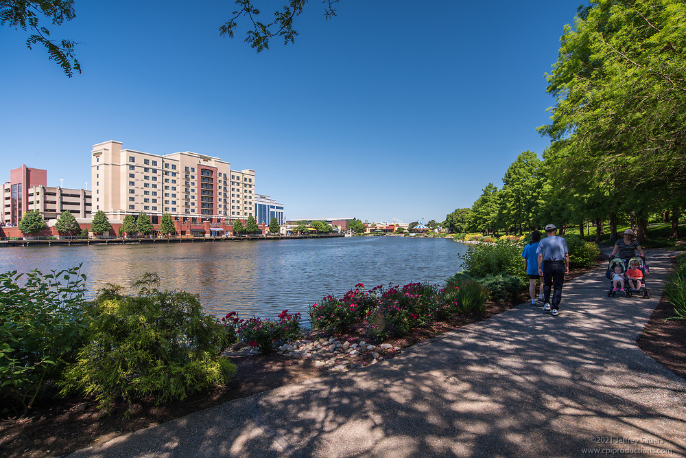 Lifestyle photography of Rio Washingtonian retail center by Jeffrey Sauers of Commercial Photographics, Architectural Photo Artistry in Washington DC, Virginia to Florida and PA to New England