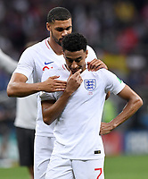 FUSSBALL  WM 2018  Halbfinale  ------- Kroatien - England        11.07.2018 Kyle Walker (li) und Jesse Lingard (re, beide England) sind nach dem Abpfiff enttaeuscht