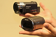 Guayaquil, Ecuador-- Worldwide premiere.Panasonic launches the new HDC-SDT750, the first consumer videocamera with 3D technology. The camera allows to record tridimensional images just attaching a 3D lens. The camera incorporates a Leica Dicomar lens.