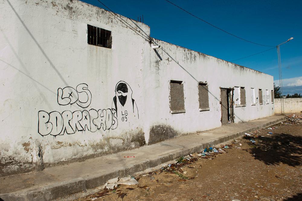 The former building of the RCD, sacked during the Revolution, was walled into a prison by Salafists and they locked several people here.<br /> Sejenane is an example of a Tunisian town that is in the grip of violent Salafis who rule here since April 2011.<br /> <br /> <br /> ...Sejenane est sous l'emprise des  Salafistes violents qui y font la loi et y ont installé un régime de terreur depuis avril 2011. ..L'ancien batiment du RCD, saccagé pendant la révolution, était muré transformé en prison par des Salafistes ou ils ont enfermé plusieurs personnes.