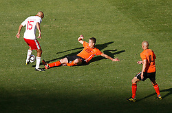 14.06.2010, Soccer City Stadium, Johannesburg, RSA, FIFA WM 2010, Niederlande vs Dänemark im Bild Simon Poulsen of Denmark tangles with Ibrahim Afellay of Netherlands & Demu De Zeeuw of Netherlands looks on, EXPA Pictures © 2010, PhotoCredit: EXPA/ IPS/ Mark Atkins / SPORTIDA PHOTO AGENCY