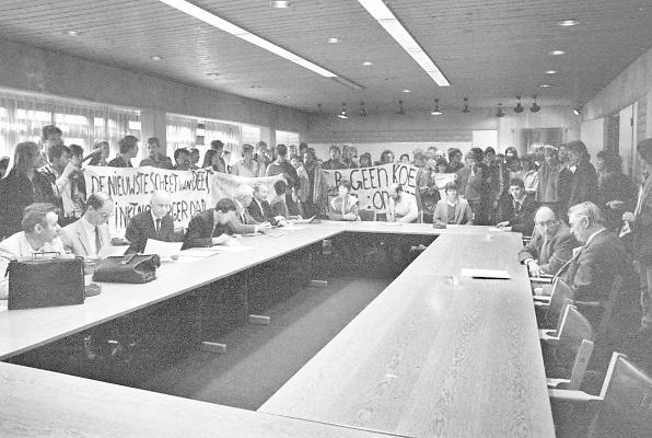 Nederland, Nijmegen, 1-6-1983Studentenactie, studentenprotest, in de jaren 80 en begin 90 .Demonstratie van studenten tegen de wet op de studiefinanciering en hervormingen in het wetenschappelijk onderwijsdoor minister Deetman. Die kreeg te maken met grote demonstraties van studenten na de verhoging van de collegegelden en het verkorten van de studieduur.Foto: Flip Franssen