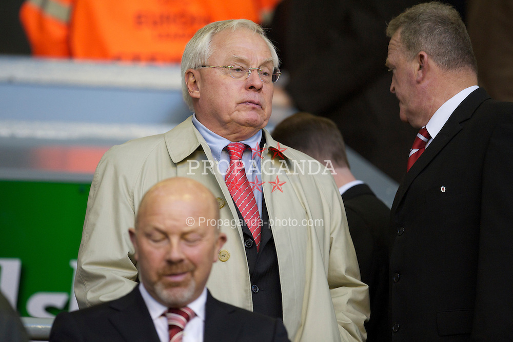 LIVERPOOL, ENGLAND - Thursday, April 8, 2010: Liverpool co-owner George N. Gillett Jr. sees his side take on Sport Lisboa e Benfica during the UEFA Europa League Quarter-Final 2nd Leg match at Anfield. (Photo by: David Rawcliffe/Propaganda)