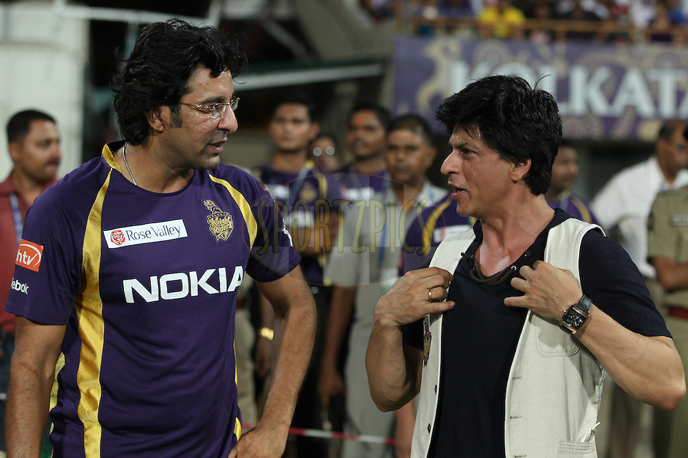 kkr co-owner SRK(R) and KKR bowling coach Washim Akram(L) chatting at kkr dugout during match 63 of the the Indian Premier League ( IPL) 2012  between The Kolkata Knight Riders and The Chennai Superkings held at the Eden Gardens Stadium in Kolkata on the 14th May 2012..Photo by Saikat Das/IPL/SPORTZPICS