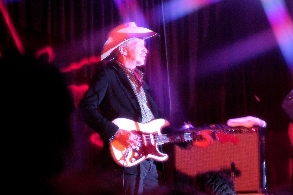 Dave Alvin of The Knitters at Safari Sams in Los Angeles, CA 12/14/2007.