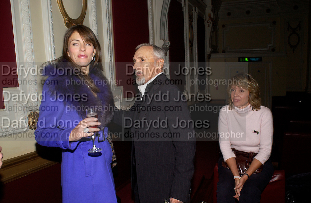Elizabeth Hurley, Dennis Hopper and Sabrina Guinness. Grand Classics Screening of 'Out of the Blue' hosted by Dennis Hopper. Electric cinema, Portobello Rd. London. 15 November 2004. ONE TIME USE ONLY - DO NOT ARCHIVE  © Copyright Photograph by Dafydd Jones 66 Stockwell Park Rd. London SW9 0DA Tel 020 7733 0108 www.dafjones.com