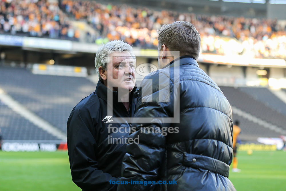 Steve Bruce (Manager) of Hull City and Karl Robinson (Manager) of Milton Keynes Dons shake hands ahead of the Sky Bet Championship match at stadium:mk, Milton Keynes<br /> Picture by David Horn/Focus Images Ltd +44 7545 970036<br /> 31/10/2015