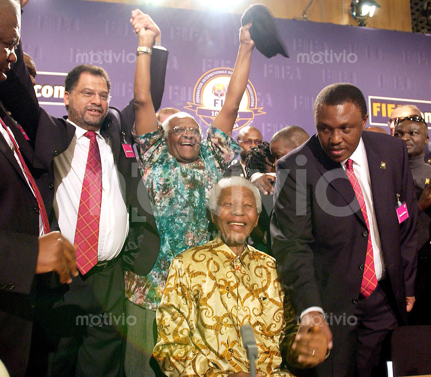 Zuerich, Fussball Weltmeisterschaft 2010 in Suedafrika. Jubel Suedafrika: Nelson Mandela und Erzbischof Tutu (hinten)