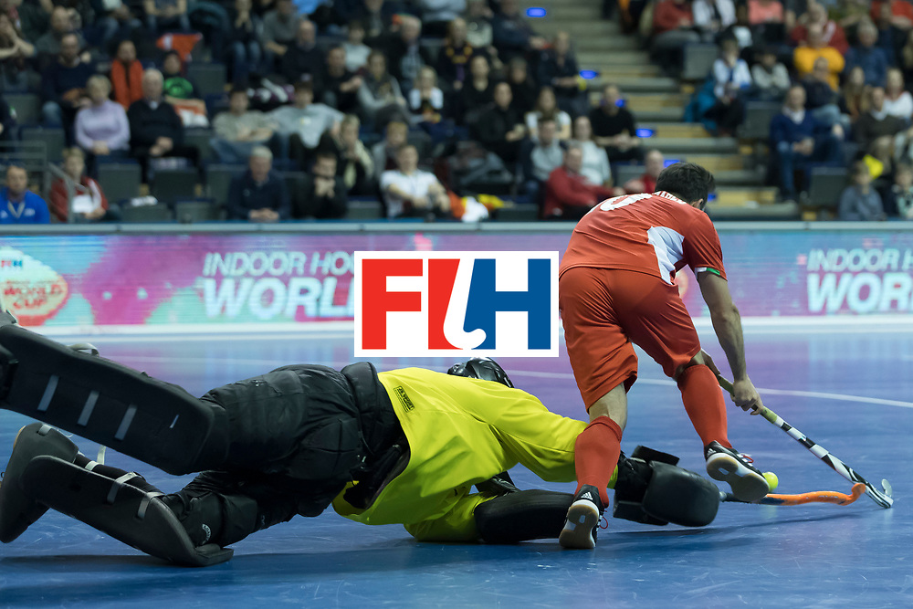 Hockey, Seizoen 2017-2018, 09-02-2018, Berlijn,  Max-Schmelling Halle, WK Zaalhockey 2018 MEN, Iran - Czech Republic 2-2 Iran Wins after shoutouts, Pavel Hraba (GK)  en Reza Norouzzadeh.
