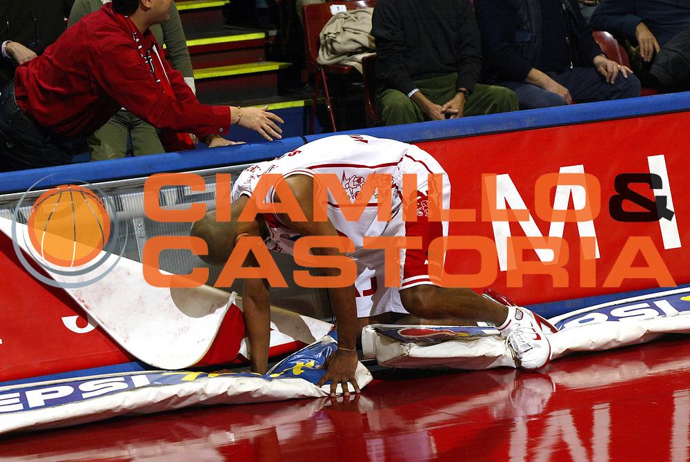 DESCRIZIONE : Milano Campionato Italiano Lega A1 2005-06 Armani Jeans Milano Climamio Fortitudo Bologna<br /> GIOCATORE : Shumpert<br /> SQUADRA : Armani Jeans Milano<br /> EVENTO : Campionato Lega A1 2005-2006<br /> GARA : Armani Jeans Milano Climamio Fortitudo Bologna<br /> DATA : 02/04/2006<br /> CATEGORIA : Curiosita<br /> SPORT : Pallacanestro<br /> AUTORE : Agenzia Ciamillo-Castoria/E.Pozzo