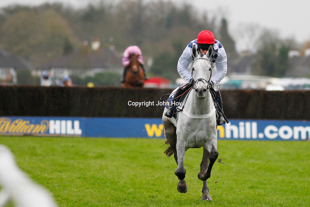Simonsig and Barry Geraghty winning the 12.55 race