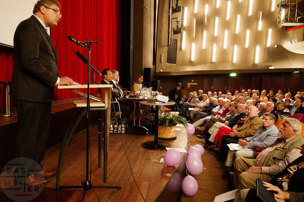 Henk Krol houdt zijn eerste toespraak als lijsttrekker. In Hilversum houdt de 50Plus partij haar verkiezingscongres. Tijdens het partijcongres wordt Henk Krol gekozen tot de lijsttrekker. Jan Nagel is de partijvoorzitter. <br />
