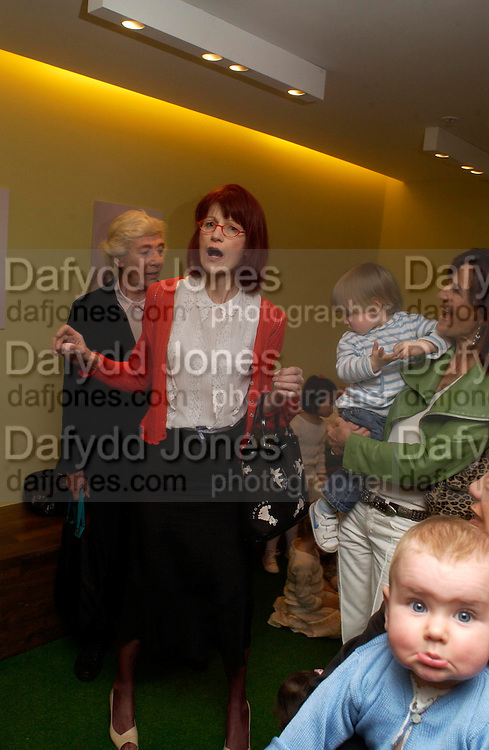 Valerie Goad. Launch of 'Lucy  Sykes Baby, New York' Selfridges. 14 April 2005. ONE TIME USE ONLY - DO NOT ARCHIVE  © Copyright Photograph by Dafydd Jones 66 Stockwell Park Rd. London SW9 0DA Tel 020 7733 0108 www.dafjones.com