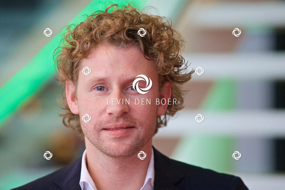 HILVERSUM - In de nieuwste JT bioscoop te Hilversum heeft RTL5 een perspresentatie gegeven over het nieuwe programma 'Superfans: Mijn Idool Is Mijn Leven'. Presentator Ewout Genemans hier op de foto. FOTO LEVIN DEN BOER - KWALITEITFOTO.NL