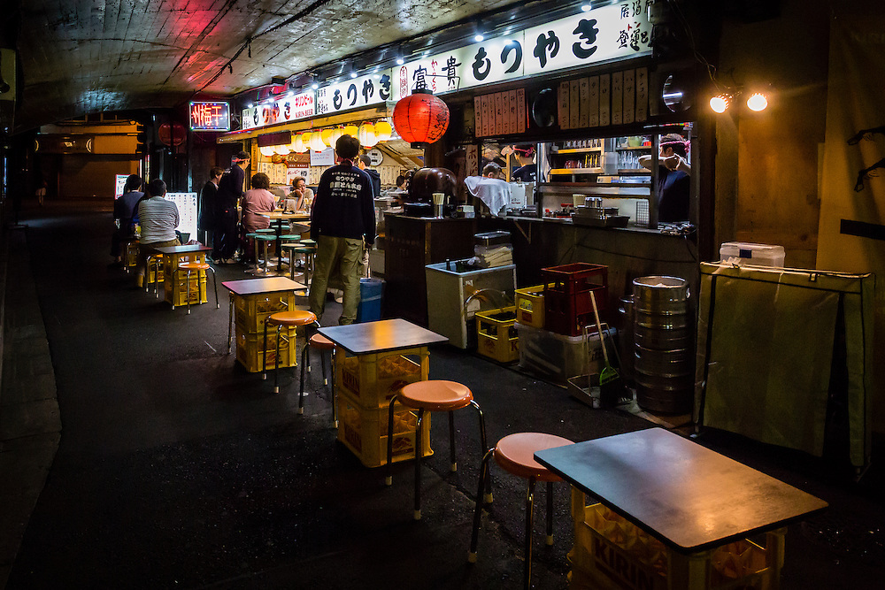 On the arches and tunnels under the railway in between Yurakucho and Shimbashi stations several restaurants have been created. This area has become one of the main stops for a quick meal in Tokyo.