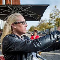 Nederland, Amsterdam, 19 oktober 2017.<br />Slechtziende Maaike Bennink heeft speciaal apparaat dat tekst en beelden gelijk omzet in gesproken taal.<br />Het apparaatje is aan elke montuur te bevestigen.<br />Blinden en slechtzienden krijgen hun onafhankelijkheid weer terug.Vanaf 28 september jl. is de wearable OrCam MyEye ook in Nederland verkrijgbaar. De minicamera OrCam MyEye klik je eenvoudig vast op je bril en leest de tekst voor die je aanwijst. Ook herkent de camera gezichten en vertelt de camera je wie er voor je staat. Dit dankzij zeer geavanceerde slimme software gebruikmakend van Artificial Intelligence. De handige en discrete wearable geeft blinden en slechtzienden hun zelfstandigheid en waardigheid weer terug. De OrCam MyEye is op 27 september jl. gelanceerd in het Nationale Optiekcentrum te Houten. <br /><br /><br /><br />Foto: Jean-Pierre Jans