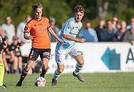 Lasse Spaniel (Hillerød) følges af Nikolaj S. Hansen (FC Helsingør) under kampen i 2. Division mellem Hillerød Fodbold og FC Helsingør den 21. august 2019 på Hillerød Stadion (Foto: Claus Birch).