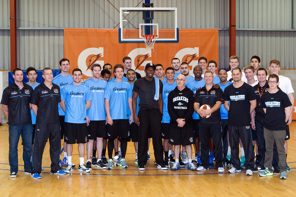Olympic sprinting champion Usain Bolt on a whistle-stop tour has time for a session with the Breakers Basketball Team, Auckland, New Zealand, Monday, October 08, 2012. Credit:SNPA / David Rowland