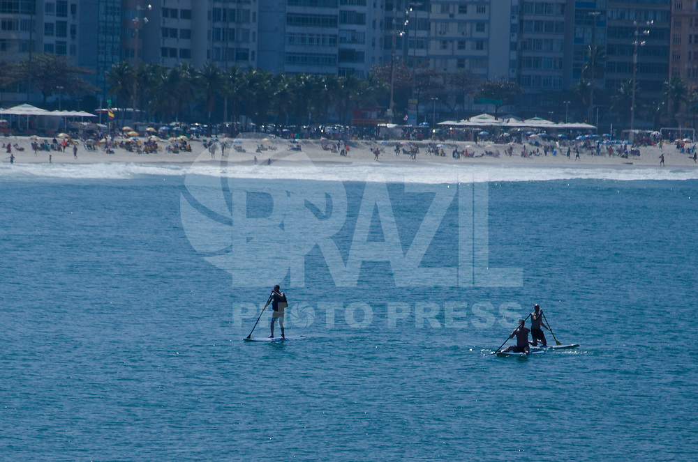 RIO DE JANEIRO, 28.08.2017 - CLIMA-RJ -movimentação na praia de Copacabana no Rio de Janeiro, nesta segunda-feira, 28. (Foto: Vanessa Ataliba/Brazil Photo Press)