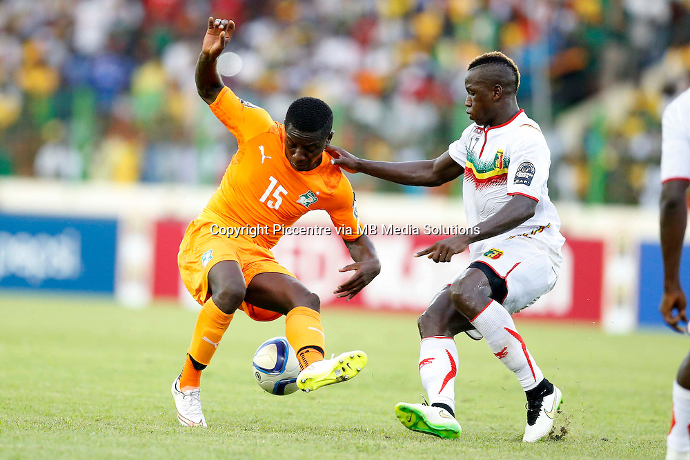 Mamoutou N'Diaye of Mali (R) challenges Maxalain Gradel of Cote d'Ivoire during their AFCON match at the Nueva Estadio de Malabo on January 24, 2015.The match ended 1-1.Photo/Mohammed Amin/www.pic-centre.com (Equatorial Guinea)