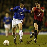 Fotball<br /> FA-cup 2005<br /> Everton v Manchester United<br /> 20. februar 2004<br /> Foto: Digitalsport<br /> NORWAY ONLY<br /> Everton's mikael Arteta and Man Utd's Roy Keane