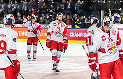 16.01.2019, Eisarena, Salzburg, AUT, CHL, EC Red Bull Salzburg vs EHC Red Bull Muenchen, Halbfinale, Rückspiel, im Bild Spieler des EC Red Bull Salzburg nach der Niederlage, Mario Huber (EC Red Bull Salzburg) // during the Champions Hockey League semifinal, 2nd leg match between EC Red Bull Salzburg and EHC Red Bull Muenchen at the Eisarena in Salzburg, Austria on 2019/01/16. EXPA Pictures © 2019, PhotoCredit: EXPA/ JFK