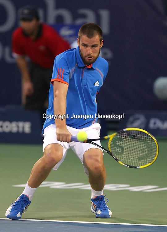 Dubai Tennis Championships 2012, ATP Tennis Turnier,International Series,Dubai Tennis Stadium, U.A.E., Mikhail Youzhny (RUS),Aktion,.Einzelbild,Ganzkoerper,Hochformat,