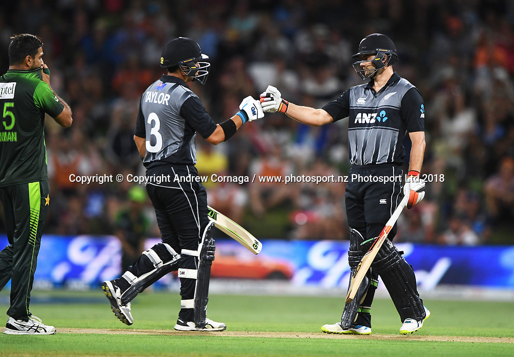 Ross Taylor and Tom Bruce (R)<br /> Pakistan tour of New Zealand. T20 Series. 3rd Twenty20 international cricket match, Bay Oval, Mt Maunganui, New Zealand. Sunday 28 January 2018. &copy; Copyright Photo: Andrew Cornaga / www.Photosport.nz