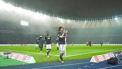 13.12.2013, Olympiastadion, Berlin, GER, 1. FBL, Hertha BSC Berlin vs SV Werder Bremen, 16. Runde, im Bild die Mannschaft, hier Santiago Garcia (SV Werder Bremen #2), Assani Lukimya (Bremen #5) im Vordergrund, auf dem Weg zu den Fans nach dem Abpfiff // die Mannschaft, hier Santiago Garcia (SV Werder Bremen #2), Assani Lukimya (Bremen #5) im Vordergrund, auf dem Weg zu den Fans nach dem Abpfiff during the German Bundesliga 16th round match between Hertha BSC and SV Werder Bremen at the Olympiastadion in Berlin, Germany on 2013/12/13. EXPA Pictures © 2013, PhotoCredit: EXPA/ Andreas Gumz<br /> <br /> *****ATTENTION - OUT of GER*****