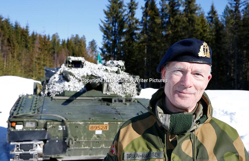 Rena  20150304.<br /> Forsvaret vil i n&Ecirc;r framtid sende den f&macr;rste delen av det milit&Ecirc;re bidraget til Arbil. Forsvarssjef Haakon Bull-Hansen sier rundt 50 personer blir  med i troppen.<br /> Foto: Terje Pedersen / NTB scanpix<br /> <br /> NTB Scanpix/Writer Pictures<br /> <br /> WORLD RIGHTS, DIRECT SALES ONLY, NO AGENCY