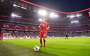 Joshua Kimmich (Bayern) vor leeren Rängen in der Allianz Arena during the Bayern Munich vs Eintracht Frankfurt, German Cup Semi-Final at Allianz Arena, Munich, Germany on 10 June 2020.