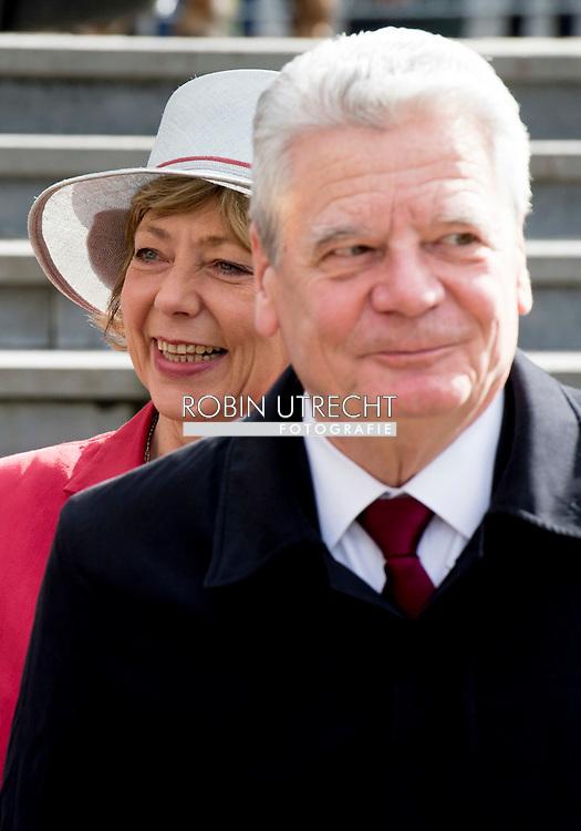 8-3- 2016 BRUSSELS - Joachim Gauck and his wife Daniela Schadt to Belgium king Filip and queen mathilde  during the  CEREMONY AT THE TOMB OF THE UNKNOWN SOLDIER , STATE VISIT OF THE PRESIDENT OF THE FEDERAL REPUBLIC OF GERMANY Joachim Gauck and his wife Daniela Schadt to Belgium king Filip and queen mathilde . copyright robin utrecht<br /> 8-3- 2016 BRUSSEL - Joachim Gauck en zijn vrouw Daniela Schadt naar Belgi&euml; koning Filip en Mathilde koningin tijdens de welkomstceremonie op het Paleizenplein STAAT BEZOEK VAN DE PRESIDENT VAN DE BONDSREPUBLIEK DUITSLAND Joachim Gauck en zijn vrouw Daniela Schadt naar Belgi&euml; Filip koning en koningin Mathilde. auteursrechten robin utrecht