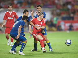 BANGKOK, THAILAND - Wednesday, July 22, 2009: Liverpool's Fernando Torres in action against Thailand during a preseason friendly match at the Rajamangala Stadium. (Pic by David Rawcliffe/Propaganda)