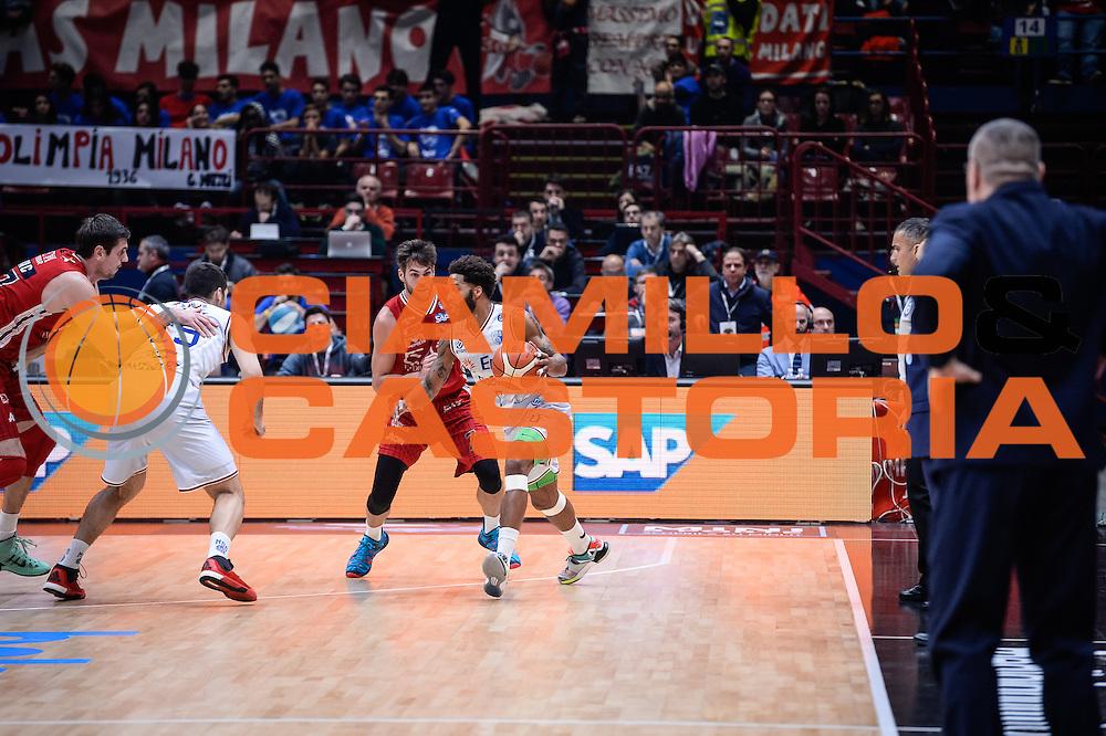 DESCRIZIONE : Milano Lega A 2015-16 <br /> GIOCATORE : Adrian Banks<br /> CATEGORIA : Palleggio Controcampo<br /> SQUADRA : Enel Brindisi<br /> EVENTO : Campionato Lega A 2015-2016<br /> GARA : Olimpia EA7 Emporio Armani Milano Enel Brindisi<br /> DATA : 20/12/2015<br /> SPORT : Pallacanestro<br /> AUTORE : Agenzia Ciamillo-Castoria/M.Ozbot<br /> Galleria : Lega Basket A 2015-2016 <br /> Fotonotizia: Milano Lega A 2015-16