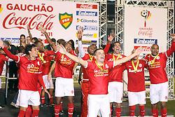 Jogadores do S. C. Internacional comemoram a conquista do Campeonato Gaucho 2011, no Estadio Olimpico em Porto Alegre. FOTO: Jefferson Bernardes/Preview.com