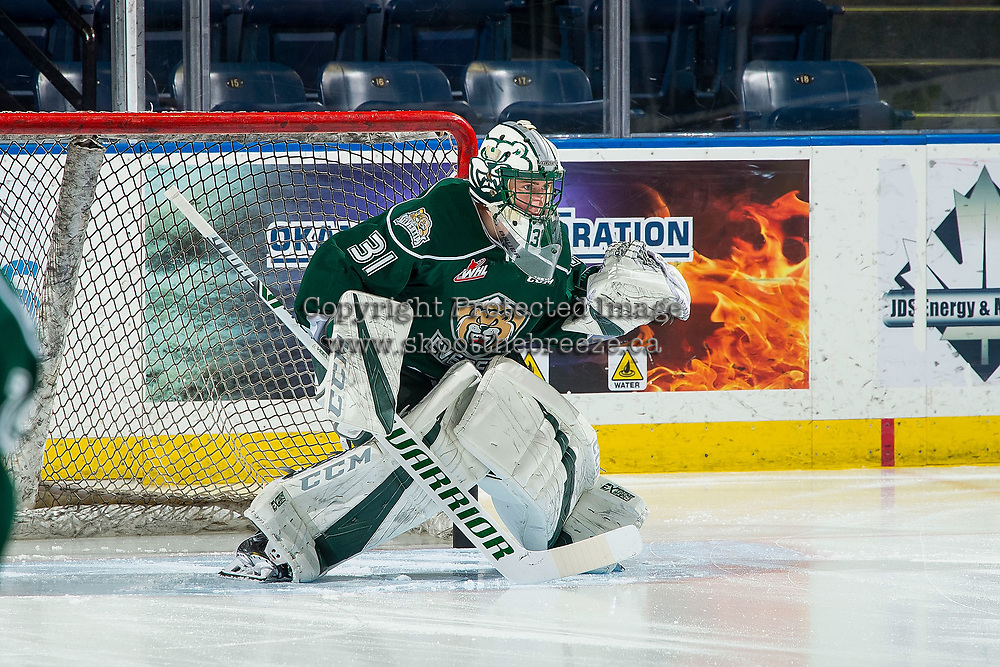 KELOWNA, BC - FEBRUARY 15: Max Palaga #31 of the Everett Silvertips warms up in net against the Kelowna Rockets at Prospera Place on February 15, 2019 in Kelowna, Canada. (Photo by Marissa Baecker/Getty Images)