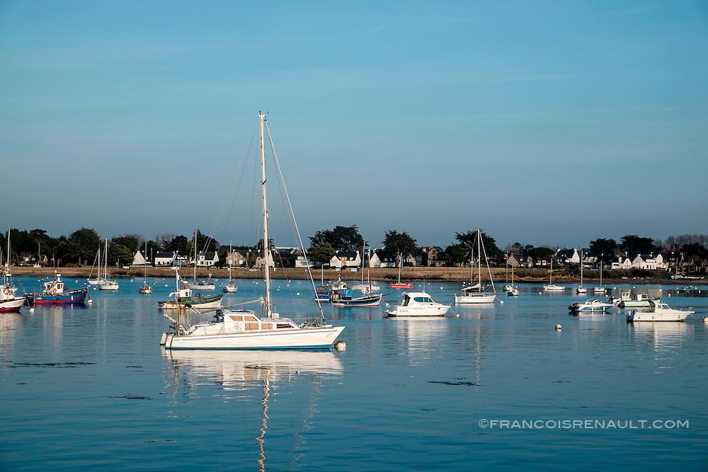 Bateaux dans le port d'Arzon, Port-Navalo. Bretage, France.