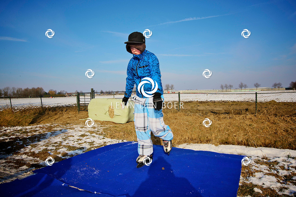 KERKWIJK - Dorpsvereniging dun Treffer organiseert haar eigen Elfstedentocht voor kinderen. Met elf stempelposten en klunen. FOTO LEVIN DEN BOER - PERSFOTO.NU