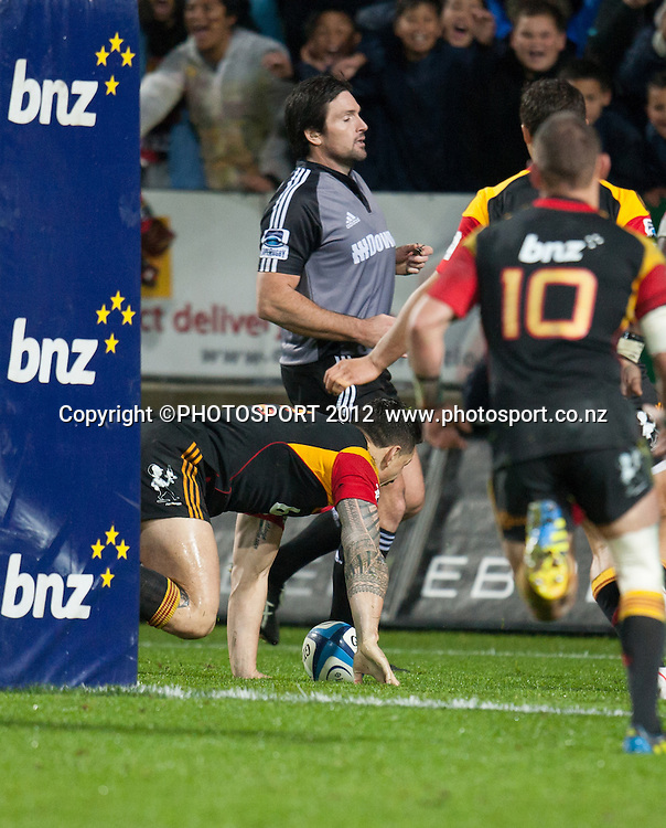 Chiefs' Sonny Bill Williams scores a try during the Investec Super Rugby final between Chiefs and Sharks won by Chiefs 37-6 at Waikato Stadium, Hamilton, New Zealand, Saturday 4 August 2012. Photo: Stephen Barker/Photosport.co.nz