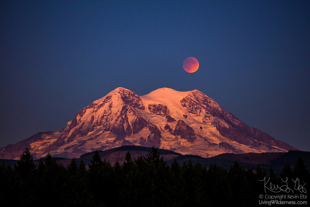 The full moon in a type of lunar eclipse known as a Super Blood Moon rises over Mount Rainier in Washington state. The total lunar eclipse of September 27, 2015 occurred when the moon was at perigee — its closest approach to Earth — making the moon appear more than 10 percent larger. While lunar eclipses are relatively common, it is rare for an eclipse to happen when the moon is at perigee. Such eclipses only happen about once every 20 years. Mount Rainier, an active volcano, has an elevation of 14,411 feet (4,392 meters), making it the tallest mountain in the Cascade Range and the highest point in Washington state.