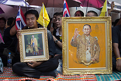 October 14, 2016 - Bangkok, Bangkok, Thailand - Thai Royalists and well-wishers gather outside Siriraj Hospital to await the funeral procession of Thailand's King Bhumibol Adulyadej in Bangkok, Thailand on October 14, 2016. Thai King Bhumibol Adulyadej was the world's longest reigning monarch and died at the age of 88 after a long illness since several years, he was the most unifying symbol for Thai people and leaving behind him a divided country under military control. Prime Minister Prayut Chan-o-Cha made a statement that Thailand would have one year period of mourning for HM the King. (Credit Image: © Guillaume Payen/NurPhoto via ZUMA Press)