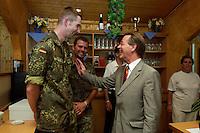 24 AUG 2004, PRIZREN/KOSOVO:<br /> Franz Muentefering, SPD Partei- und Fraktionsvorsitzender, im Gespraech mit Bundeswehrsoldaten in der Bereuungseinrichtung Oase, Besuch des Einsatzkontingents der Bundeswehr der Kosovo Force, KFOR, KFOR Hauptquartier, Feldlager Prizren<br /> IMAGE: 20040824-01-050<br /> KEYWORDS: Franz Müntefering, Gespräch